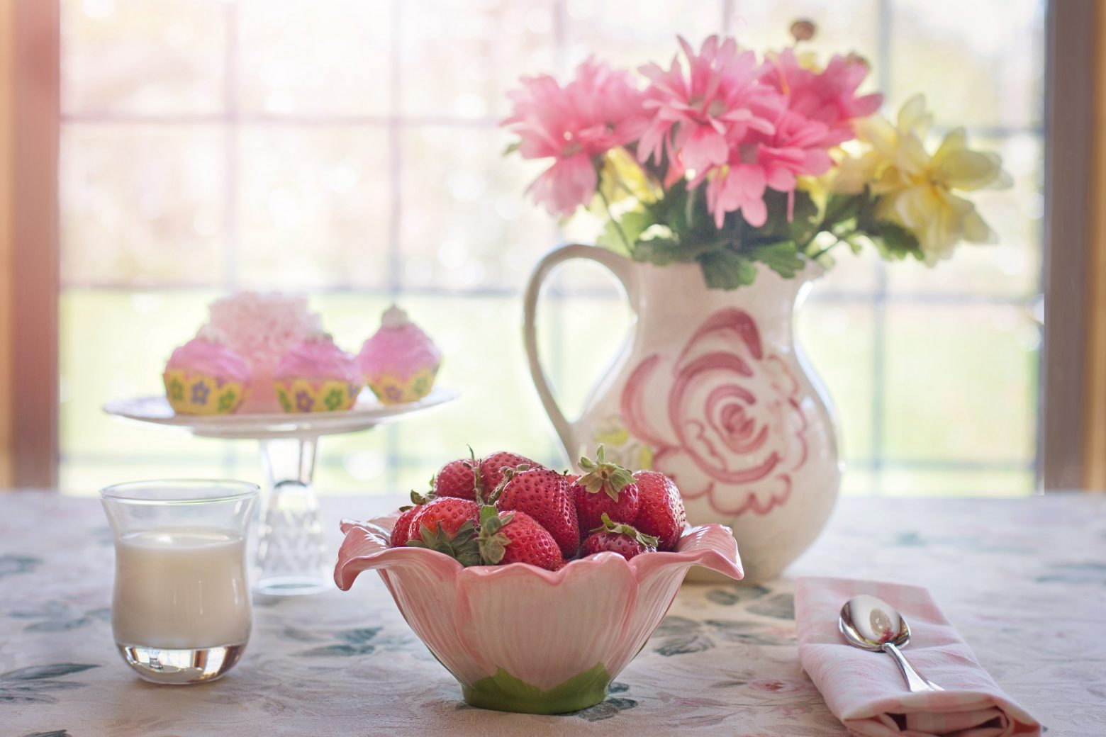 strawberries-in-bowl-783351