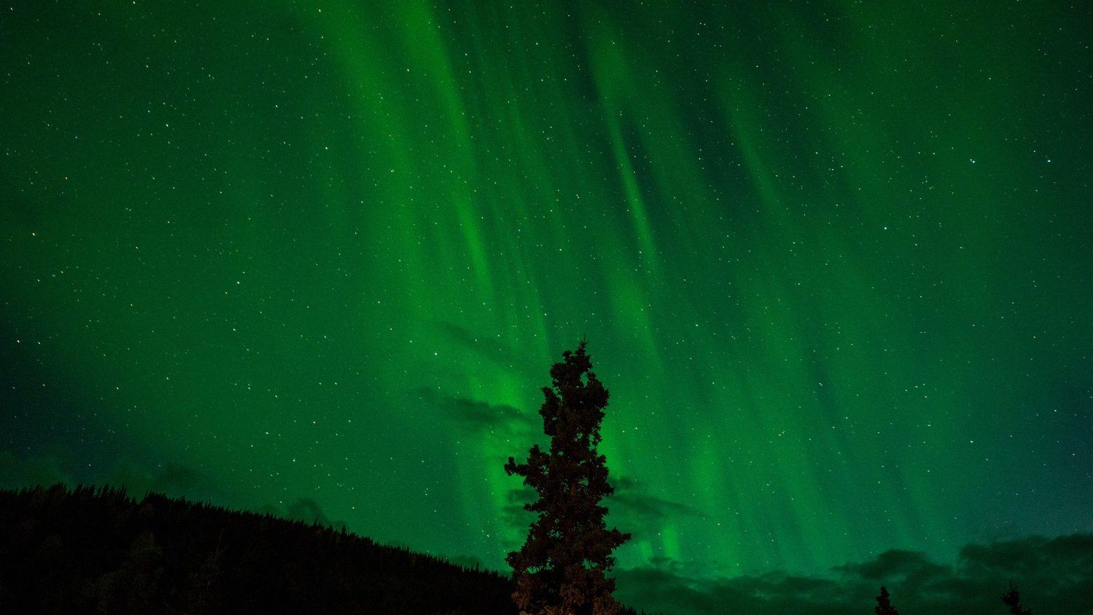northern-lights-1149130_1920