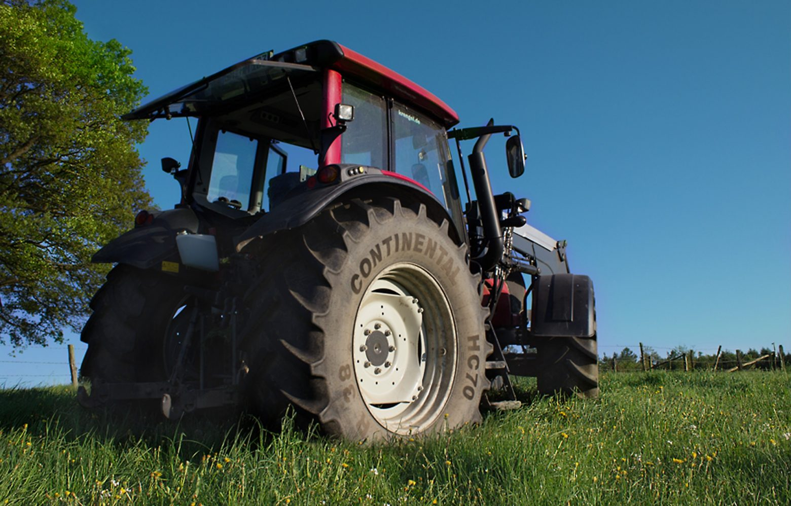 tractor-1555288