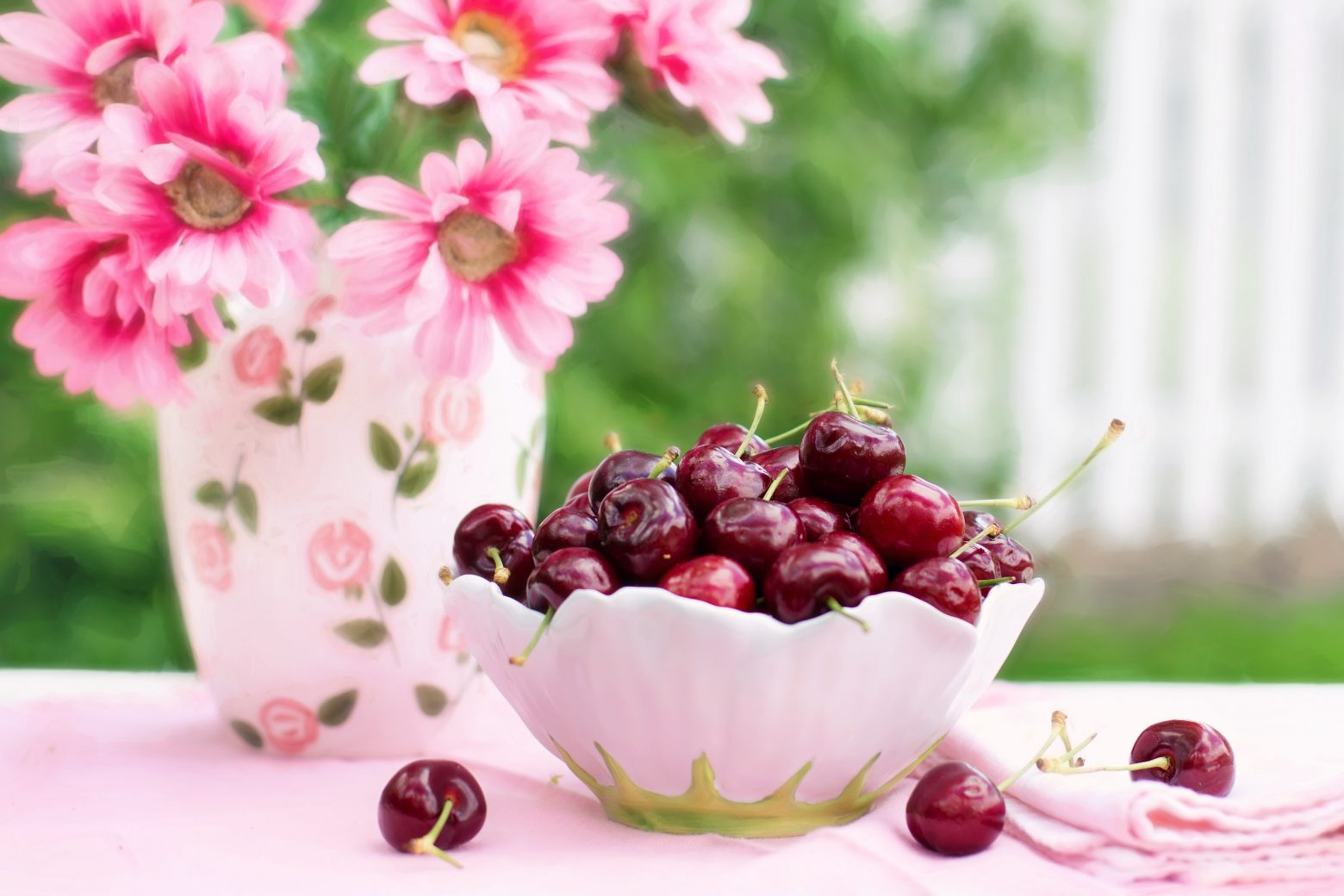 cherries-in-a-bowl-773021
