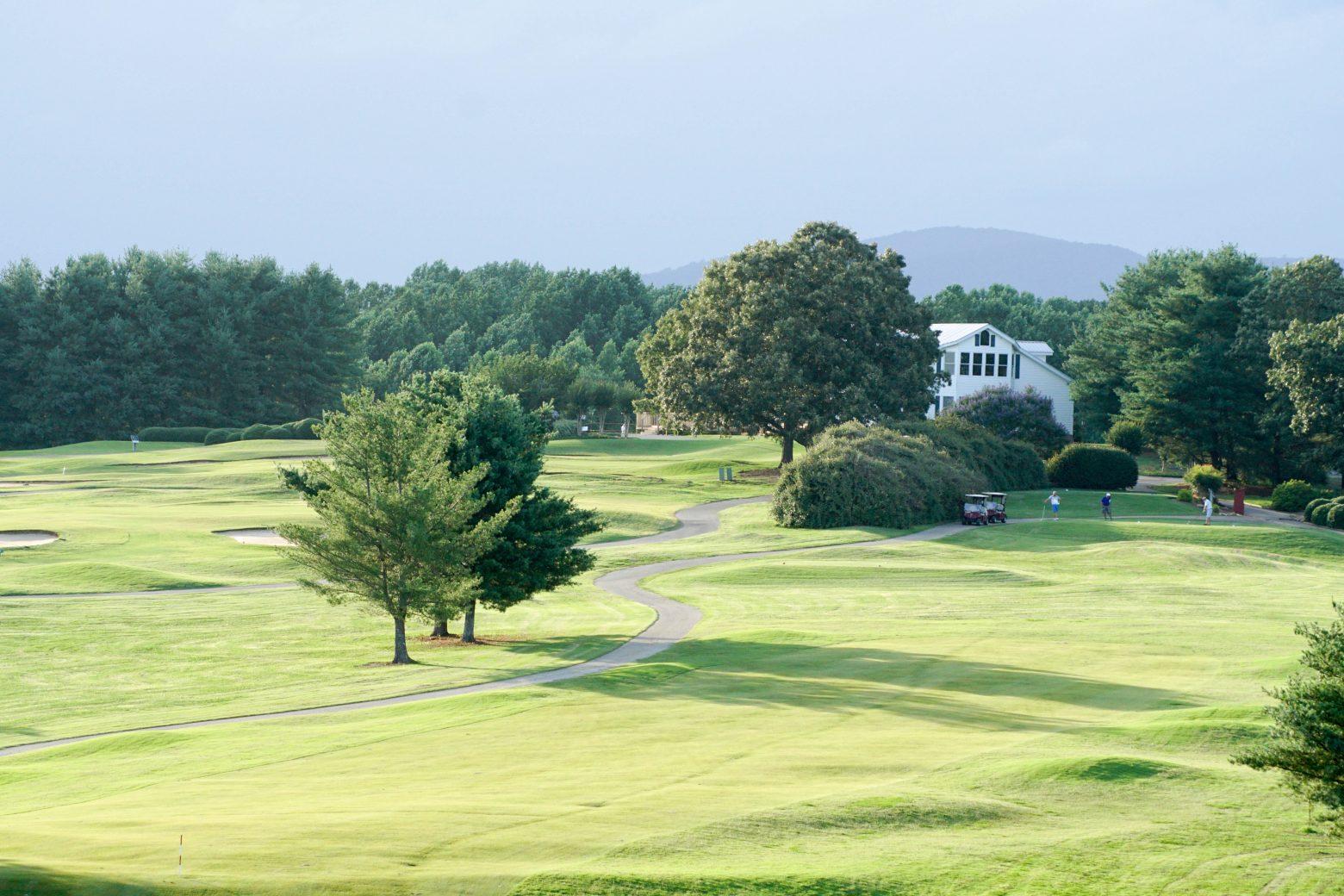 Apple Mountain Resort Golf Course Pro Shop  Clean Public