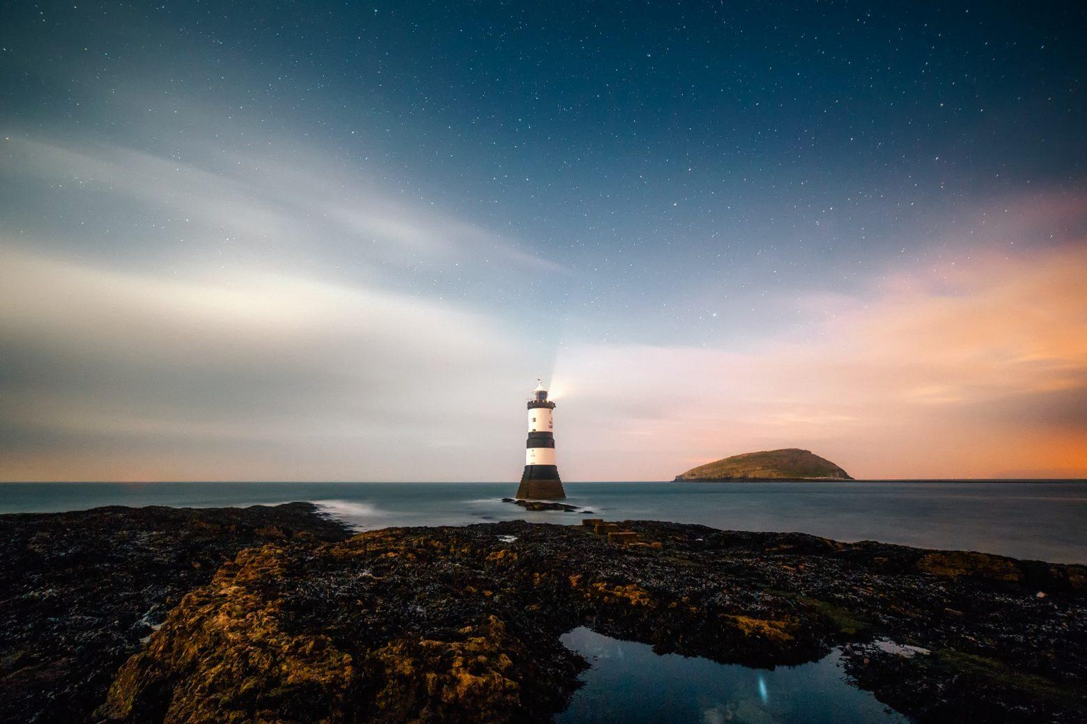 lighthouse-2225445