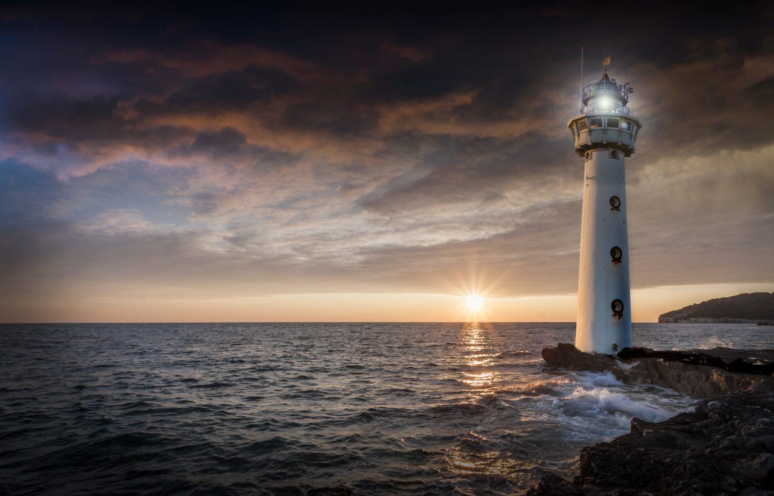 lighthouse-2372461