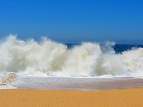 crashing-waves-140244